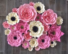 Etsy の Paper Flower Backdrop design your own by AbbieLuHandmade How To Make Paper Flowers, Large Paper Flowers, Backdrop Design, Paper Flower Backdrop, Different Flowers, Paper Decorations, Flower Making, Design Your Own, Wall Murals