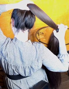 VIDEO - Mila's heavy ponytail - RealRapunzels Long Hair Ponytail, Long Ponytails, Bun Hairstyles For Long Hair, Super Long Hair, Making Waves, Beautiful Long Hair, Layered Cuts, Female Images, Watch V