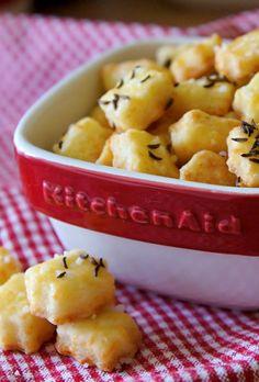 KŘEHKÉ SÝROVÉ KOUSKY K VÍNU Kitchenaid, Fruit Salad, Potato Salad, Macaroni And Cheese, Ethnic Recipes, Food, Archive, Mac Cheese, Fruit Salads