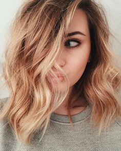 What exactly is Balayage Hair and why do we love it so much? As the name implies, Balayage is a French technique whose goal is to color the hair by adding very soft and. Hair Day, New Hair, Wavy Hair, Curls Hair, Updo Curls, Thick Hair, Looks Pinterest, Pretty Hairstyles, Medium Hairstyles