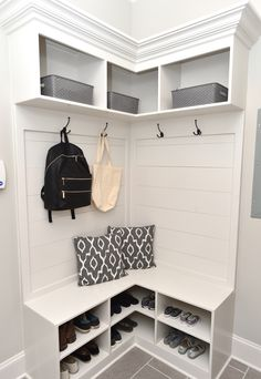 How To Organize Your Mudroom For Back-To-School Success - The Home Edit Mudroom Laundry Room, Laundry Room Remodel, Laundry Room Design, Bench Mudroom, Mud Room Garage, Car Garage, Corner Storage, Entryway Storage, Entryway Decor