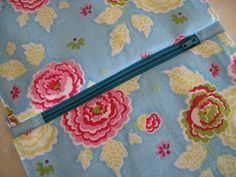 Flossie Teacakes: Lined, zippered pouch / make up bag tutorial (shows how to hide zipper ends)