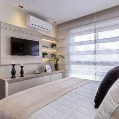 Quarto casal com móvel tv lindo e prático. Interior Design Living Room, Living Room Decor, Bedroom Decor, Tv In Bedroom, Master Bedroom, Bedrooms, Suites, Small Apartments, House Rooms