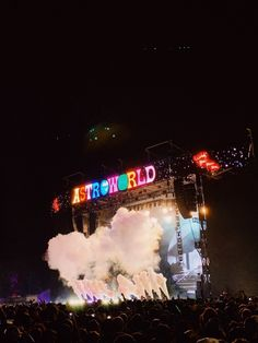 New music festival photos life Ideas Bedroom Wall Collage, Photo Wall Collage, Picture Wall, Aesthetic Collage, Aesthetic Photo, Aesthetic Pictures, Summer Aesthetic, Pink Aesthetic, Travis Scott Wallpapers