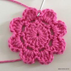 Olá! Vamos aprender aconfeccionar esta linda flor? Criei esta flor inspirado nas camadas da FLOR CARACOL 3D que temos o passo a passo AQUIno blog.