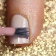 How perfect are these simple, yet elegant nails! Pretty Nail Art, Cute Nail Art, Nail Art Diy, Diy Nails, Glitter Pedicure, Manicure E Pedicure, Nail Art Designs Videos, Nail Art Videos, Elegant Nails