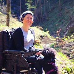 Wer so früh aufsteht darf auch ein Leckerlie abstauben; Mensch sowie Hund  Es ist FREUTAG! Ich hab heute eine Präsentation auf der Uni & muss dann noch Lebensmittel für die kommende Woche einkaufen gehen  Lychee kommt bei all dem mit & mit Kiwi wird gleich noch eine ausgiebige Runde gespielt bevor ich mit Lychee los starte  #pfoetchentraining #lycheethepoodle #rollstuhl #wheelchair #friday #tgif #studentin #student Riding Helmets, Training, Kiwi, Instagram, Fashion, Getting Up Early, Shopping, Pet Dogs, Moda