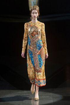 Dolce & Gabbana at Milan Fashion Week Fall 2013 - Runway Photos Review Fashion, Fashion Week, Runway Fashion, Fashion Art, High Fashion, Fashion Show, Fashion Design, Milan Fashion, Floral Fashion