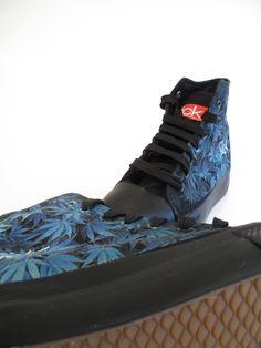 Sick custom shoes ! Elige tu diseño o la imagen que tu quieras y nosotros personalizaremos tu zapatilla,disponible en negro y blanco. #custom #streetwear #diseño #chile #santiago #shoes #madeinchile #mujer #vestuario