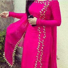 5 Dress Styles That Will Make You Look Thinner – Shopping Fashion Punjabi Salwar Suits, Patiala Salwar, Punjabi Suits Party Wear, Salwar Suits Simple, Party Wear Indian Dresses, Punjabi Dress, Punjabi Suit Simple, Pakistani Dresses, Anarkali