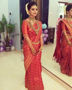 Hindu Wedding Makeup Work In Kerala 💅💅💅💅💄💄💄💄 wedding saree Kerala Hindu Bride, Kerala Wedding Saree, Bridal Sarees South Indian, Bridal Silk Saree, Wedding Sari, South Indian Bride, Bridal Lehenga, Wedding Makeup, Tamil Wedding
