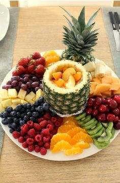 This looks sooo good I have to prepare a fruit platter JUST LIKE THIS at least once this summer! it's all in the presentation! This looks sooo good I have to prepare a fruit platter JUST LIKE THIS at least once this summer! it's all in the presentation! Fruit Recipes, Appetizer Recipes, Cooking Recipes, Dessert Recipes, Cooking Tips, Healthy Snacks, Healthy Recipes, Detox Recipes, Fruit Snacks
