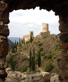 Los castillos de Lastours (en occitano Lastors, en francés Lastours) son cuatro castillos cátaros ubicados en el término municipal de Lastours, departamento del Aude, en la región de Languedoc-Roussillon. Los cuatro castillos se encuentran sobre un contrafuerte rocoso por encima del pueblo de Lastours, aislados por los profundos valles de los ríos Orbeil y Grésilhou