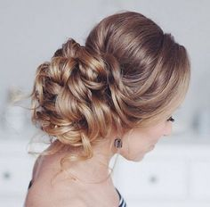 Tonya Pushkareva Long Wedding Hairstyle for Bridal via tonyastylist / http://www.himisspuff.com/long-wedding-hairstyle-ideas-from-tonya-pushkareva/27/