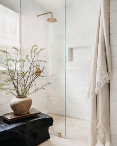 Beautiful Bathrooms, Modern Bathroom, Master Bathroom, Tiny Bathrooms, Beige Bathroom, Best Bathroom Designs, Bathroom Interior Design, Interior Design Inspiration, Bathroom Inspiration