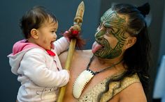 Maori Wetini Mitai-Ngatai shows his daughter Niwareka his 'war face' at the Frankfurt Book Fair. Mitai-Ngatai, along with his dance group, will accompany the German foreign minister for the opening of the New Zealand pavillion.