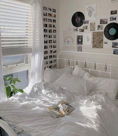 Indie Room Decor, Cute Bedroom Decor, Aesthetic Room Decor, Room Ideas Bedroom, Bedroom Inspo, Aesthetic Pics, Decor Room, Bedroom Bed, Cute Room Ideas