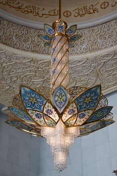 The Mosque has seven gold-plated chandeliers imported from Germany located at the entrance and inside the main prayer hall. Via The Sheikh Zayed Mosque, UAE.