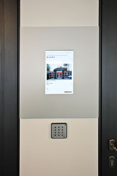 Infotainment: Touch-Displays informieren über die Produkte von Hörmann im Hörmann Forum. (Digital Signage/komma,tec redaction)