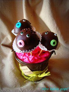 """Participation Banou Babane #Adulte    Bonjour à vous :-)    Voici ma petite participation au concours de la fête des parents :-)    Ce sont des cakepops chocolat et intérieur gâteau à la crème de marron ! Je les ai baptisé les """"Afro babies pops"""" ^^    Bonne fin de weekend à tous !"""
