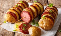 The potato sausage skewers are a simple and delicious grill dish. This recipe is also suitable for cooking beginners. Related posts:Grilled peppers with baconUltimate Gourmet Grilled CheeseGrilled chocolate bananas as Venetian gondolas Grilling Recipes, Meat Recipes, Snack Recipes, Cooking Recipes, Healthy Recipes, Food N, Good Food, Food And Drink, Yummy Food