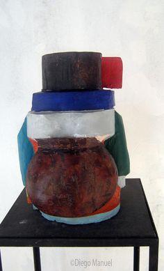 """Mujer coya "" , madera policromada, medidas 25 x 30 x 40 cm , 2014"
