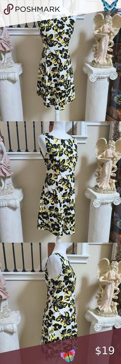 """Jessica Howard Fit and Flare Floral Dress sz 10P Jessica Howard Fit and Flare Floral yellow white black Dress sz 10P  **367**  Like new! Has a little stretch.  Back zipper.  Very very beautiful in person.  97% Polyester 3% Spandex  Approx. measurements laying flat:  Length 35.5"""" Shoulder to Shoulder 13.5"""" Pit to pit 18"""" Waist 17""""  Thanks for looking.  Have a wonderful day! Jessica Howard Dresses Midi<br> Jessica Black, Plus Fashion, Fashion Tips, Fashion Design, Fashion Trends, Yellow Black, Fit And Flare, Cool Girl, Spandex"""