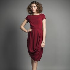 Jennifer Glasgow, a Canadian designer! Specializing in Dresses! Emphasizing on using natural and organic fabrics! The IRINA dress in Wine♥️