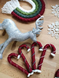 Candy Cane Christmas, Summer Christmas, Christmas Tree Themes, Holiday Ornaments, Christmas Crafts, Handmade Christmas Gifts, Vintage Christmas, Homemade Ornaments, Pom Pom Crafts