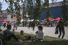 Kaupunkifestarit, ravintolapäivä, kirpputorit, teatteri sekä muut tapahtumat ovat kiinnostaneet kaupunkilaisia kovasti. / Theater, Restaurant day and flea market among other events have gathered city dwellers to Kangas.