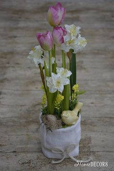 HomeDECOR8 / Trvácny aranžmán s tulipánmi a narcismi
