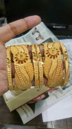 Gold Chain Design, Gold Ring Designs, Gold Bangles Design, Gold Jewellery Design, Mens Gold Jewelry, Gold Jewelry Simple, Gold Mangalsutra Designs, Antique Jewellery Designs, Bridal Bangles