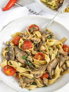 Vegan mushrooms pasta is a quick and creamy pasta recipe, that you can make with most mushroom varieties and that will surprise you for its simplicity and taste. This dish represents the essence of Italian cooking. Simple yet delicious! Vegan Mushroom Pasta, Mushroom Dish, Creamy Pasta Recipes, Pasta Types, Cooking Tomatoes, Health Dinner, Vegetarian Recipes, Vegan Meals