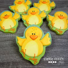 Easter chicks by Funky Cookie Studio Duck Cookies, Bird Cookies, Fancy Cookies, Easter Cookies, Sugar Cookies, Spice Cookies, Cookie Frosting, Royal Icing Cookies, Easter Biscuits
