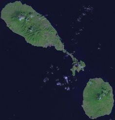 Image satellite de Saint-Christophe-et-Niévès avec Saint-Christophe en haut à gauche.