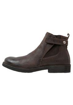 Replay ELLIOT Korte laarzen dark brown, 159.95, http://kledingwinkel.nl/shop/heren/replay-elliot-korte-laarzen-dark-brown/ Meer info via http://kledingwinkel.nl/shop/heren/replay-elliot-korte-laarzen-dark-brown/