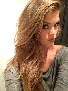 Nina Agdal: smokey eyes and perfect hair color