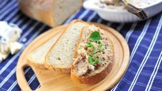 Souboj receptů: Co s česnekem? Bucky, Bruschetta, Salmon Burgers, Sandwiches, Tacos, Pork, Bread, Ethnic Recipes, Kale Stir Fry