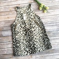 Banana Republic B&W Patterned Top ✨ ★ NWT, in perfect condition.  ★ A lovely grey, black, and white pattern, this NWT Banana Republic top is perfect for your spring, summer, and your work week!  ★ 100% Polyester. ★ NO TRADES!  ★ YES OFFERS! ✅ ★ Measurements available by request.  Banana Republic Tops