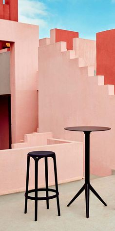 This Mari-sol #Bar Table is very functional. Besides, it is suitable for both Indoor and Outdoor use. Ideal for a Bar, #Restaurant Terrace or a Hotel Garden. #contemporary #design #table www.barazzi.com