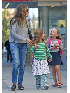 サラ・ジェシカ・パーカー(Sarah Jessica Parker)、タビサ・ホッジ(Tabitha Hodge)、マリオン・ロレッタ(Marion Loretta) photo : GettyImages 2
