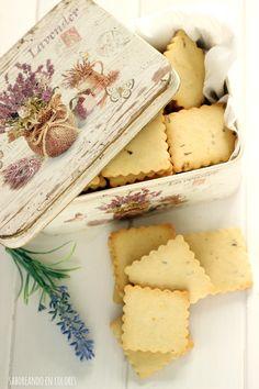 Galletas de lavanda y limón Lavender Recipes, Biscotti Cookies, Cookie Jars, Four, Shortbread, Amazing Cakes, Finger Foods, Baked Goods, Biscuits