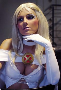 Emma Frost cosplay from X-Men comic Cosplay Anime, Marvel Cosplay, Cosplay Girls, Batman Christian Bale, Batman Begins, Amazing Cosplay, Best Cosplay, Amazing Costumes, X Men