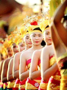www.villabuddha.com Balinese Girl