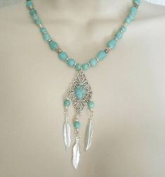 72c3c25ebcde This beautiful necklace has turquoise beads
