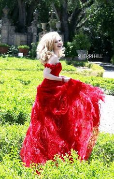 Dress of my dreams ❤️❤️ It's such a vivid, rosy, enchanting red! I would feel divine going to prom in this!