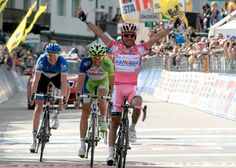 Joaquim Rodriguez celebrates his win at stage 17 of the Giro.
