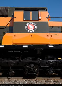 Net Photo: GN 400 Great Northern EMD at Duluth, Minnesota by Kent Rengo Great Northern Railroad, Northern Line, Train Posters, Duluth Minnesota, Burlington Northern, Railroad Photography, Rolling Stock, Diesel Locomotive, Pacific Northwest