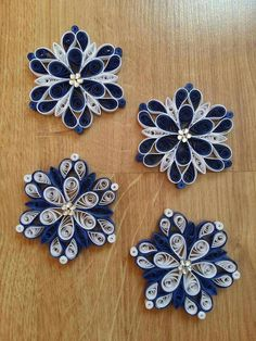 Quilling Ornaments - Ornaments Quilling Happy New Year Quilling Flowers Tutorial, Paper Quilling Flowers, Paper Quilling Cards, Paper Quilling Patterns, Quilled Paper Art, Quiling Paper, Flower Tutorial, Neli Quilling, Paper Quilling Earrings