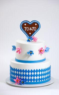 Oktoberfest - Geburtstagstorte <3  Zur Feier die passende Torte, wir zaubern genau das Richtige für Euch. Blümchen auch Zucker handmodelliert. Cake, Desserts, Food, Birthday Cake Toppers, Wedding Pie Table, Sugar, Oktoberfest, Celebration, Pie Cake